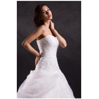 Wholesale White ruffled heart neckline wedding dresses with long trains , tulle strapless wedding gowns from china suppliers