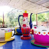 Wholesale 9 Cups Spinning Teacups Ride With Hello Kitty Adjustable Speed from china suppliers